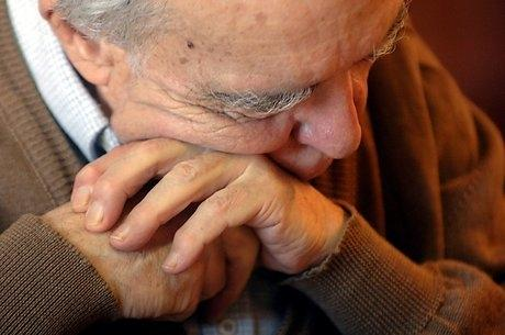 1208164_Older_man_depression_elderly_man_care_home.jpg